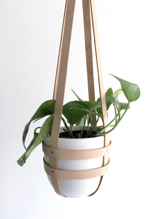 Hanging planter nude