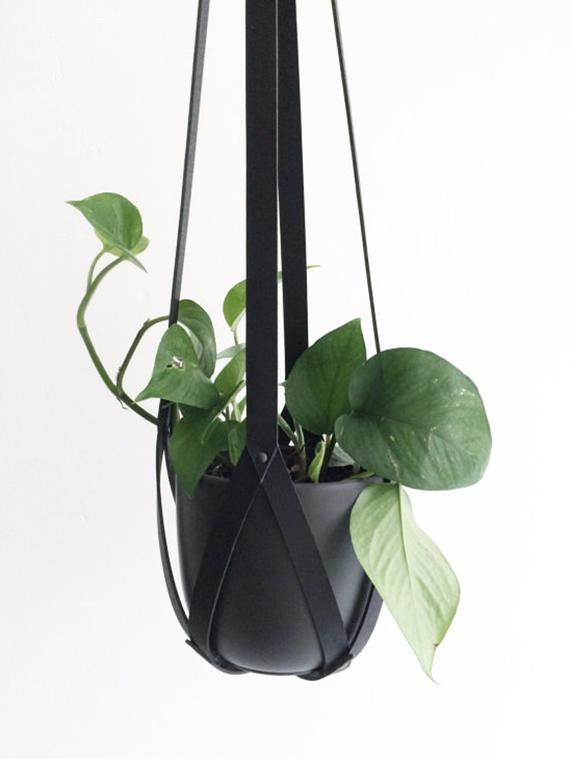Hanging planter black